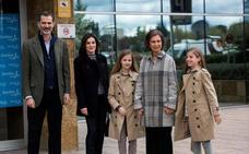 El golpecito de la reina Letizia a Leonor durante la escenificación de la paz con la reina Sofía