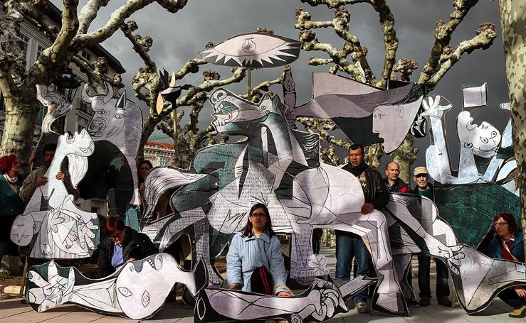 El Guernica sale de paseo