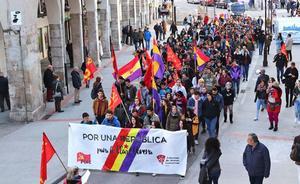 Un grupo de jóvenes reclama en Burgos una República