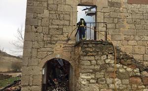 Arraya espera una ayuda de Diputación para restaurar la iglesia, tras el incendio de diciembre