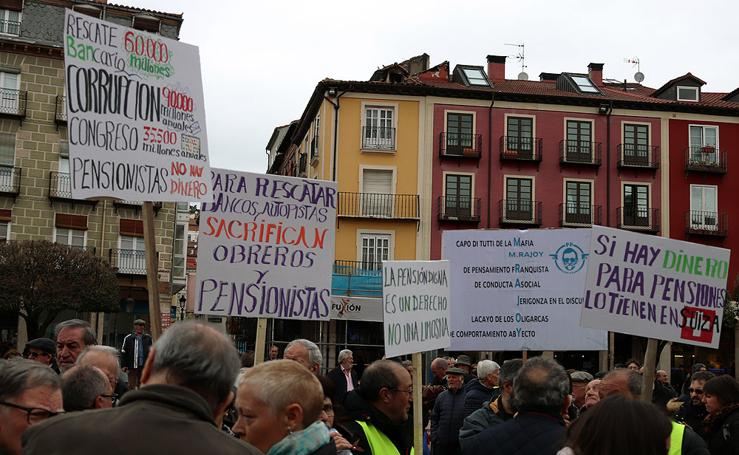 La Coordinadora Estatal ha reunido a 300 pensionistas en la Plaza Mayor