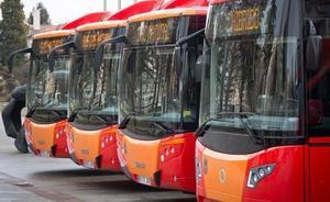 Aparcamiento, ORA, grúa y autobús, bajo la titularidad municipal para compensar pérdidas