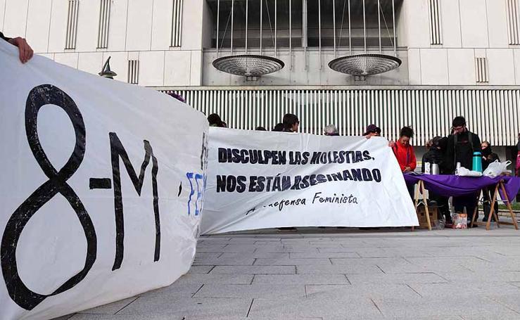 Concentración frente a los juzgados por las detenidas en el 8M