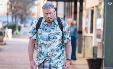 John Travolta cambia radicalmente de aspecto