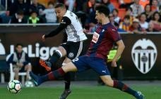 Fútbol vibrante y empate insuficiente entre Valencia y Eibar