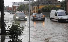 Una intensa tormenta inunda las calles de La Seca y causa daños en los viñedos