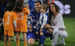 Iker Casillas y Sara Carbero continuarán un año más en Oporto