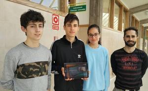 Tres alumnos burgaleses, reconocidos por una aplicación móvil contra la violencia de género
