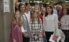 Letizia, sus hijas y doña Sofía se van de musical
