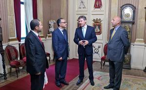El embajador de Túnez visita Burgos y se reúne con el alcalde y el presidente de la Cámara de Comercio