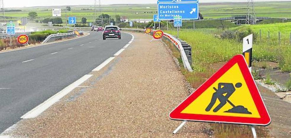 El deterioro del asfalto obliga a rebajar el límite de velocidad en tramos de autovías de Castilla y León