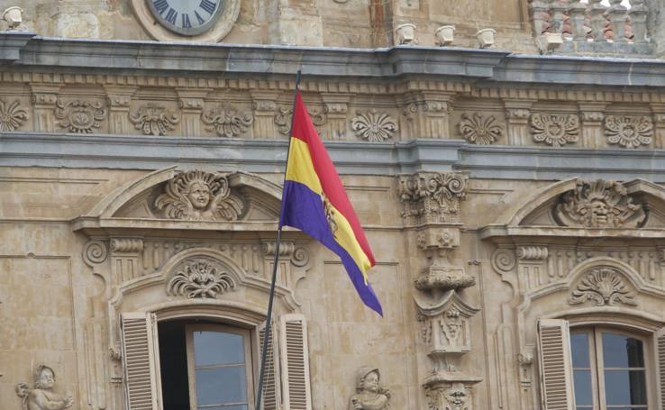 La bandera Republicana ondea en Salamanca