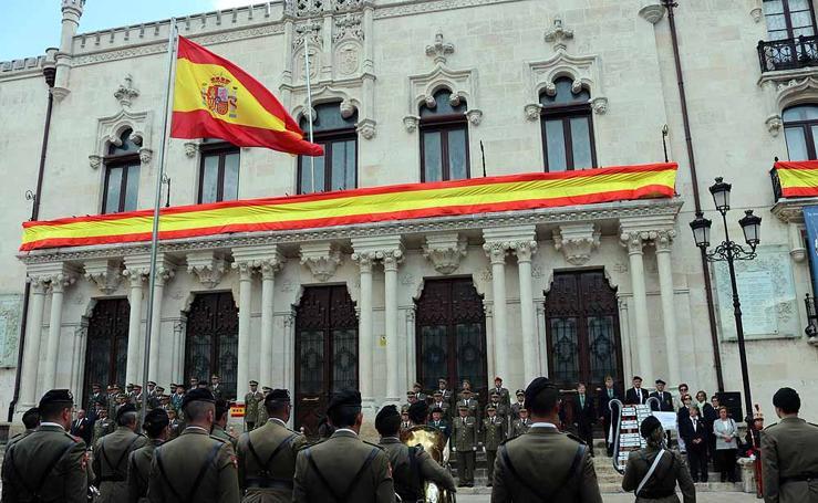 El Ejército iza la bandera en Capitanía