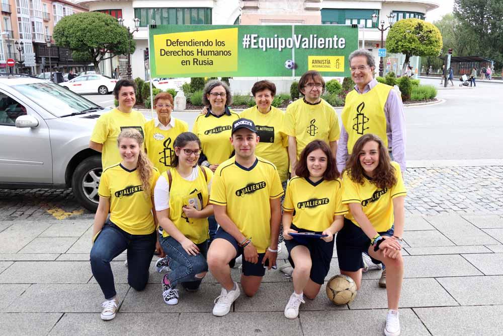 Recogida de firmas de Amnistía Internacional en Burgos
