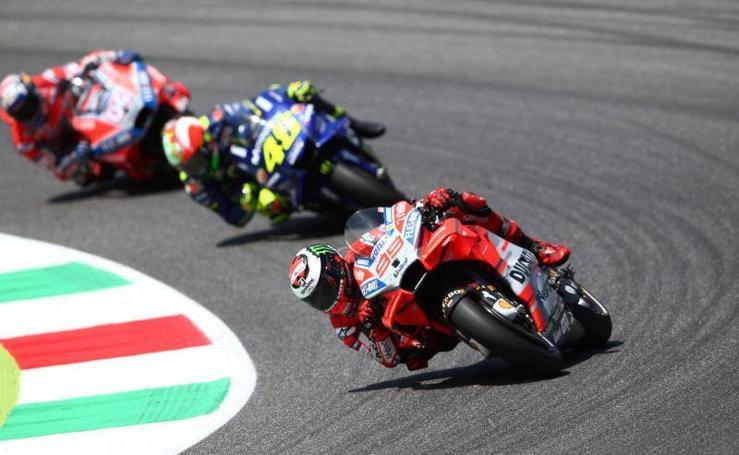 Lorenzo da un homenaje a Ducati en territorio Rossi
