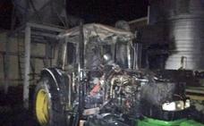 Calcinados un coche y un tractor en una nave en Medina del Campo