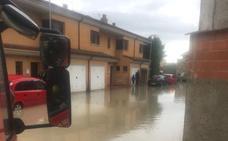 Una tromba de agua inunda Villanubla, el polígono de Santovenia y un carril de la VA-20 en Valladolid
