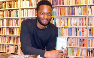 El ganador de 'Got Talent' César Brandon presenta su poemario en el MEH