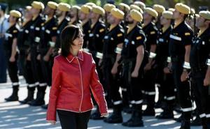La ministra de Defensa mantiene en sus cargos al jefe del CNI y a la cúpula militar de Cospedal
