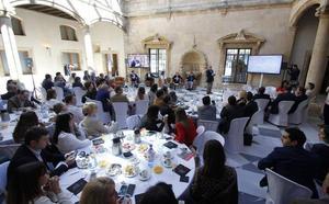 FAE y la Universidad Isabel I colaborarán en la creación de una Escuela de Negocios