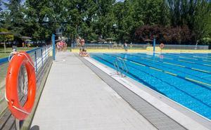 Tímido estreno de temporada en las piscinas de El Plantío