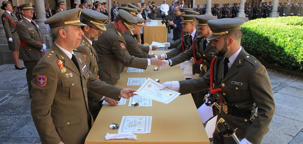 La Academia de Artillería bendice a 124 nuevos segovianos honorarios