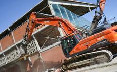 Demolición de la grada de Lateral de El Plantío