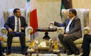Salvini viaja a Libia para frenar la inmigración