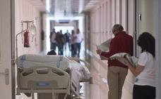 Sacyl reduce en 382 las camas hospitalarias y aumenta en 20 los refuerzos para el verano