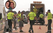 Un conductor ebrio mata en León a un matrimonio que realizaba el Camino de Santiago en bici con su hijo