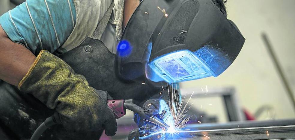 Metal y electrónica lideran el crecimiento del sector industrial de la región en el último año