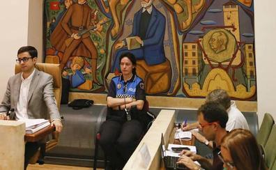 El pleno decide por unanimidad retirar el título de alcalde honorífico a Franco