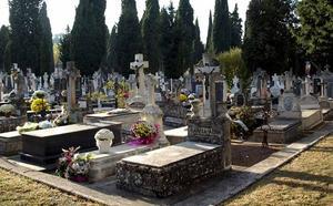 Salinero: «La gestión del cementerio es indecente, bochornosa y vergonzosa»