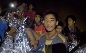 El equipo de fútbol tailandés entró en la cueva durante una hora pero les sorprendió el agua