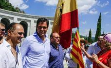Un millar de personas rechaza la exhumación de los restos de Franco