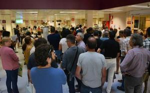 Largas colas en el Ayuntamiento para pedir el certificado de empadronamiento