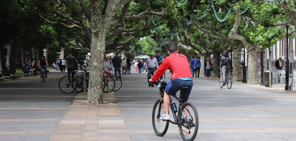 Fernández Santos aplaude que la ordenanza de movilidad limite a 30km/h la circulación en calles de un carril por sentido