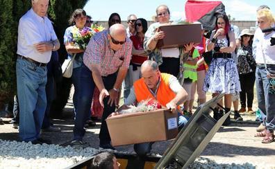 Tres soldados republicanos exhumados en Valderredible reciben digna sepultura en Estépar