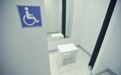 Las tiendas de ropa de Castilla y León tendrán al menos un probador para personas con discapacidad
