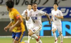El debut japonés muestra una nueva realidad a Torres e Iniesta