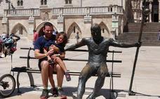 Padre e hija, camino a Santiago para visibilizar atrofia muscular espinal