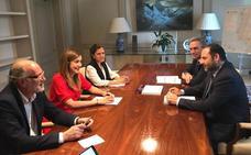 Ábalos compromete un estudio de accesos y enlaces de la AP-1 de cara a su liberalización