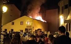 Un incendio destruye la Panadería Rojo de Villarcayo