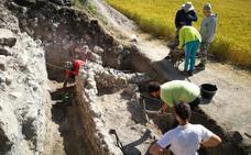 Una excavación arqueológica en La Nuez de Abajo busca conocer las zonas menos romanizadas
