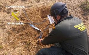 La Guardia Civil destruye un proyectil de artillería de la Guerra Civil hallado en el Valle de Valdebezana