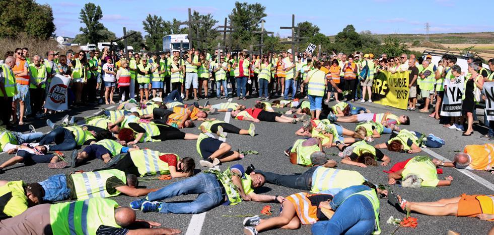 Centenares de personas «mueren» por las víctimas de la N-1