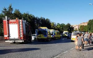 Un autobús urbano de Segovia pierde los frenos y atropella a cuatro personas en Vía Roma