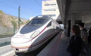 Renfe restablecerá el día 22 los horarios normales de los trenes Avant