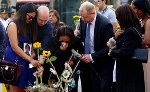 Torra utiliza el homenaje a las víctimas del 17-A para reivindicar con gestos el 'procés'
