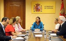 Reyes Maroto confía en el interés de los empresarios para invertir en el entorno de Garoña